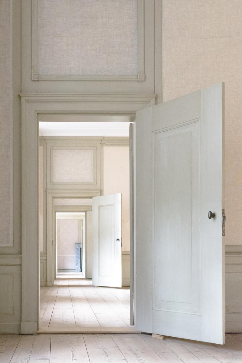 Indoors-3117027_1280